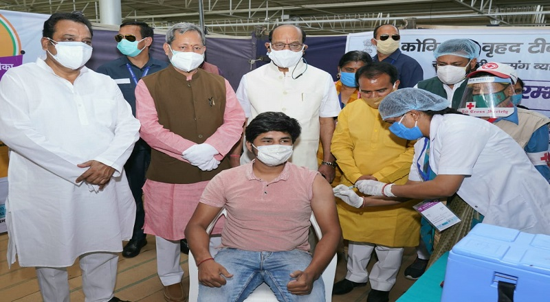 मुख्यमंत्री तीरथ सिंह रावत ने किया 18 से 44 वर्ष के लोगों के टीकाकरण अभियान का विधिवत शुभारंभ