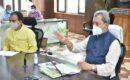मुख्यमंत्री ने अधिकारियों को दिये योजनाओं के क्रियान्वयन में विशेष ध्यान देने के निर्देश