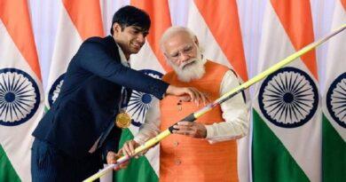 ई-नीलामी में टोक्यो ओलंपिक में गोल्ड पदक विजेता नीरज चोपड़ा के भाले पर सबसे ज्यादा 1.5 करोड़ रुपये की लगी बोली